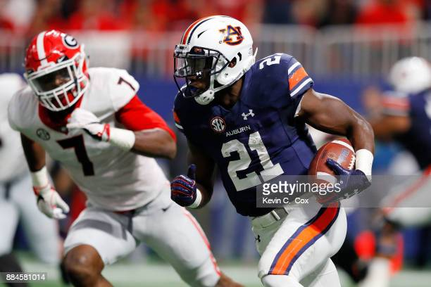 Kerryon Johnson of the Auburn Tigers runs the ball during the first half against the Georgia Bulldogs in the SEC Championship at MercedesBenz Stadium...