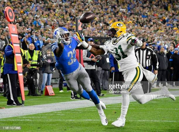 Kerryon Johnson of the Detroit Lions can't make the catch in the first quarter against Adrian Amos of the Green Bay Packers at Lambeau Field on...