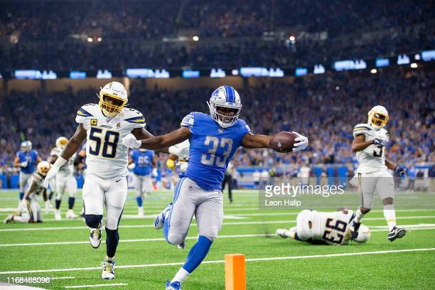 Kerryon Johnson of the Detroit Lions scores on a 36yard pass from quarterback Matthew Stafford during the first quarter of the game against the Los...