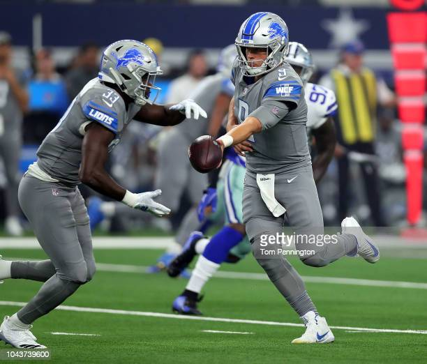 Kerryon Johnson of the Detroit Lions takes the handoff from Matthew Stafford at ATT Stadium on September 30 2018 in Arlington Texas