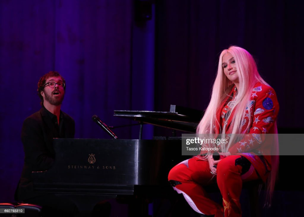 """David Lynch Foundation Hosts """"National Night Of Laughter And Song"""" Event - Inside : News Photo"""