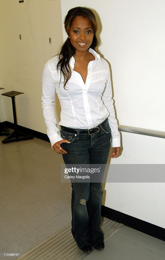 """Keshia Knight Pulliam, Yvonne Jung and Gratitude Visit Fuse's """"Daily Download"""" - April 4, 2005 : News Photo"""
