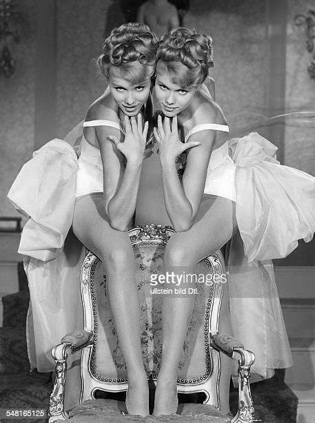 Kessler Alice und Ellen 'KesslerZwillinge' * Taenzerinnen Schauspielerinnen Saengerinnen D Rollenportraits aus der Operette 'Der Graf von Luxemburg'...
