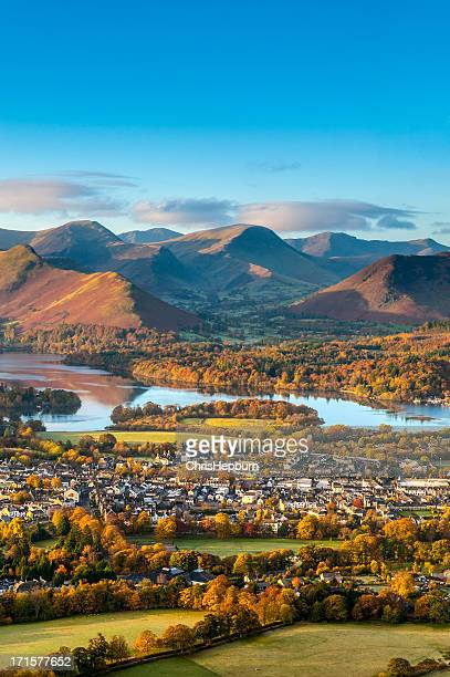 keswick and derwent water, lake district - lake district stockfoto's en -beelden