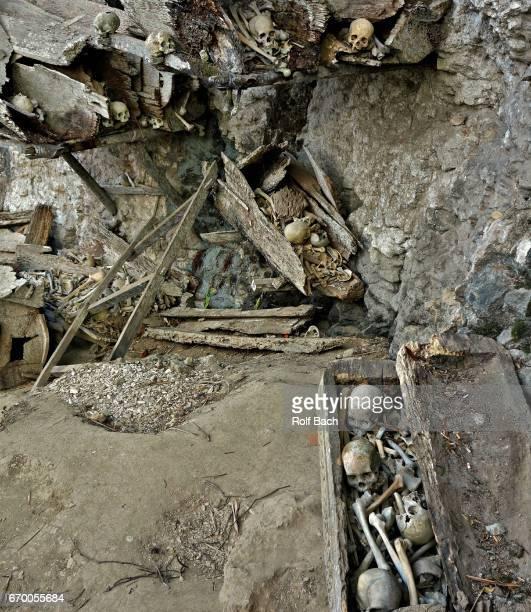 kete kesu or ke'te kesu 'is a toraja village in toraja utara, caves , toms and skeletons. - rantepao stock photos and pictures