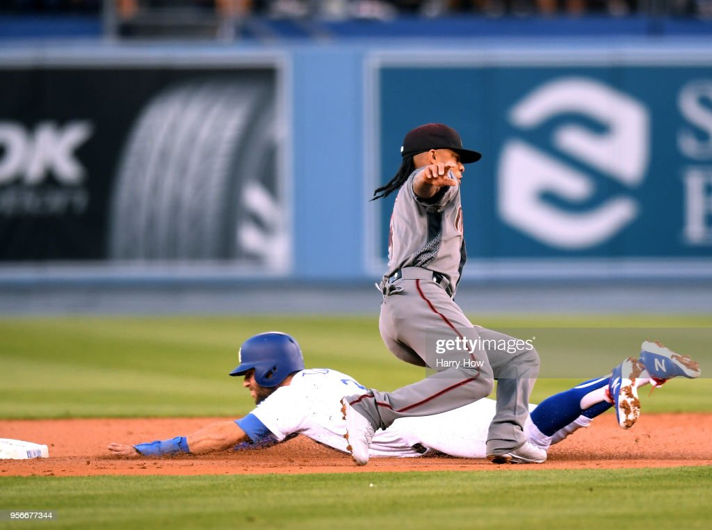Ketel Marte #4 of the Arizona Diamondbacks tags out Chris Taylor #3 of the Los Angeles Dodgers during the first inning at Dodger Stadium on May 9, 2018 in Los Angeles, California.