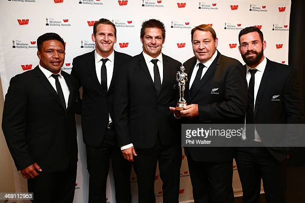 Keven Mealamu Kieran Read Richie McCaw Steve Hansen and Ryan Crotty of the All Blacks pose with the Westpac Team of the Year award during the Westpac...