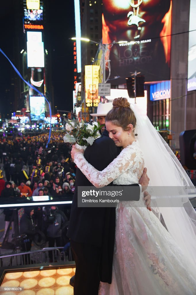 Maria Menounos and Steve Harvey Live from Times Square : News Photo