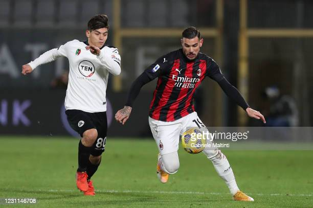 Kevin Agudelo of Spezia Calcio battles for the ball with Theo Hernandez of AC Milan during the Serie A match between Spezia Calcio and AC Milan at...