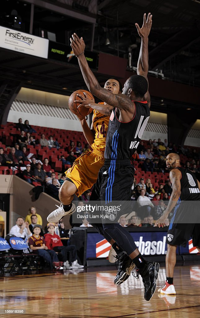 Kevin Anderson #14 of the Canton Charge goes up for the shot against Shawn Vanzant #10 of the Springfield Armor at the Canton Memorial Civic Center on November 24, 2012 in Canton, Ohio.