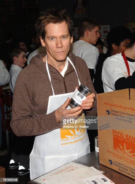 Kevin Bacon visits Food Bank for NYC hosted by Netflix and America's Second Harvest on December 5 2007 in New York City