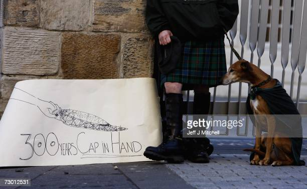 Kevin Balfour marks the 300th anniversary of the Union by standing in front of the Scottish Parliament with his home made banner on January 16 2007...