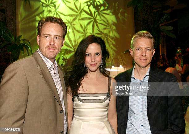 Kevin Betts of Lions Gate MaryLouise Parker and Robert Greenblatt President of Showtime Entertainment