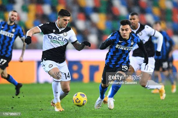 Kevin Bonifazi of Udinese Calcio competes for the ball with Lautaro Martinez of FC Internazionale during the Serie A match between Udinese Calcio and...