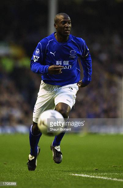 Kevin Campbell of Everton chasing the ball during the FA Barclaycard Premiership match between Everton and Blackburn Rovers held on December 14 2002...