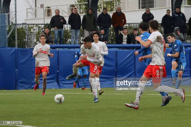 Kevin Cannavo' of Empoli FC U19 scores the opening goal during the Serie A Primavera match between Empoli U19 and Juventus U19 on January 25, 2020 in...