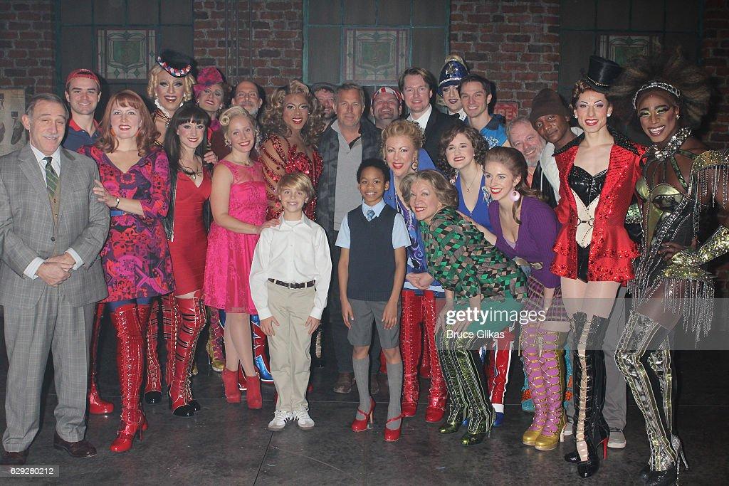 Celebrities Visit Broadway - December 11, 2016 : Nachrichtenfoto