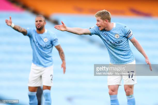 Kevin de Bruyne and Kyle Walker of Manchester City react during the Premier League match between Manchester City and Leicester City at Etihad Stadium...