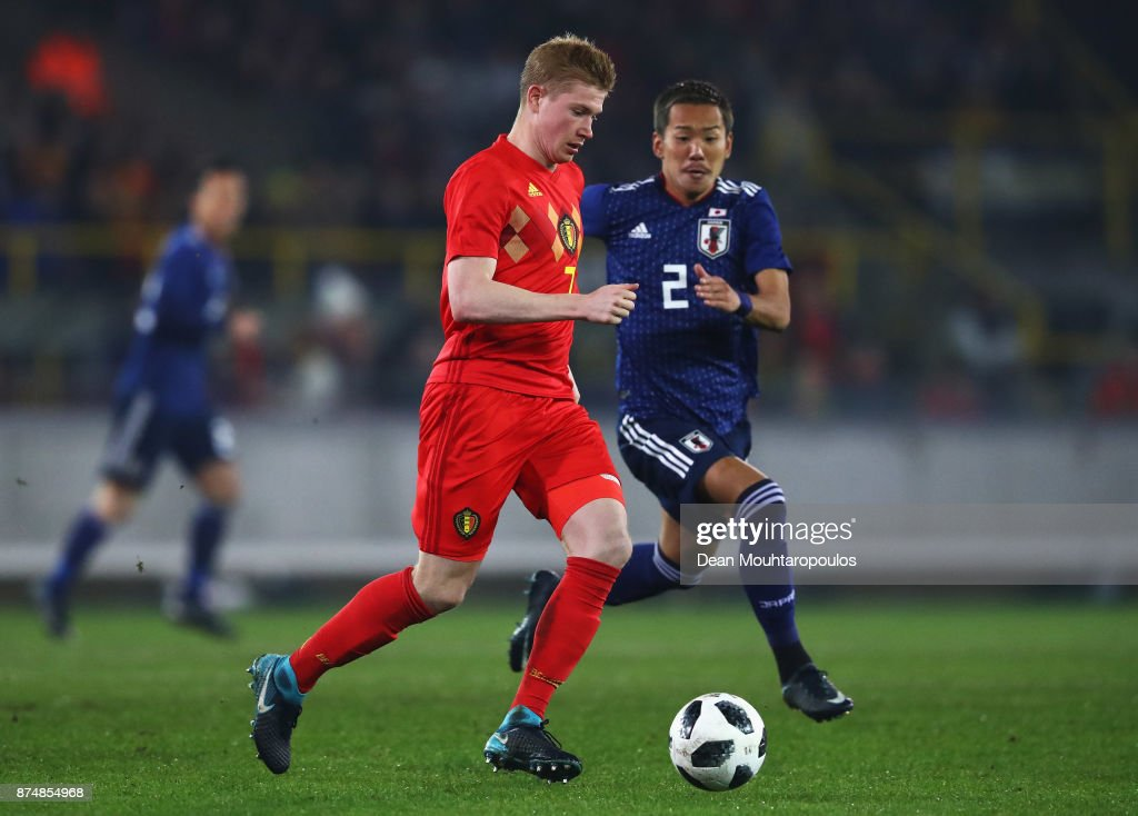 Kevin De Bruyne of Belgium battles for the ball with Yosuke Ideguchi of Japan during the international friendly match between Belgium and Japan held at Jan Breydel Stadium on November 14, 2017 in Brugge, Belgium.