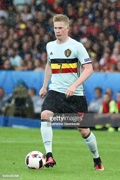 Kevin De Bruyne of Belgium controls the ball during the UEFA EURO 2016 Quarter Final match between Wales and Belgium at Stade PierreMauroy on July 1...