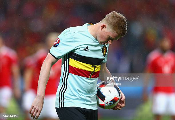 Kevin De Bruyne of Belgium prepares for a corner kick during the UEFA EURO 2016 quarter final match between Wales and Belgium at Stade PierreMauroy...