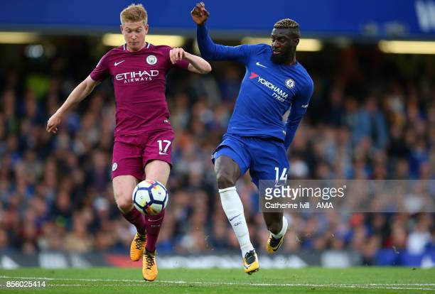 Kevin De Bruyne of Manchester City and Tiemoue Bakayoko of Chelsea during the Premier League match between Chelsea and Manchester City at Stamford...