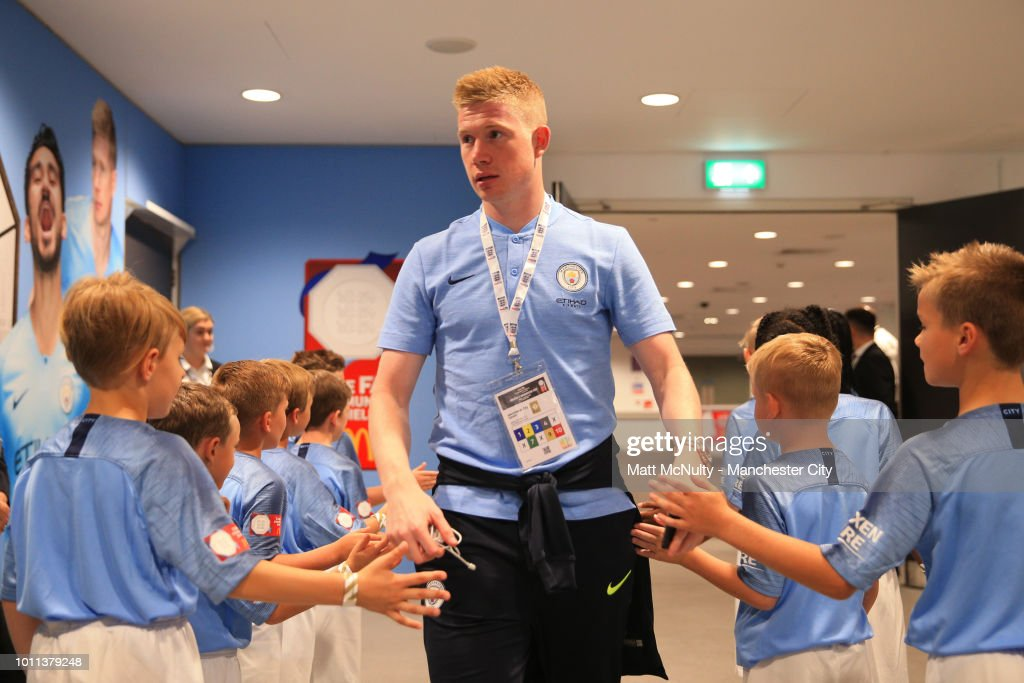 https://media.gettyimages.com/photos/kevin-de-bruyne-of-manchester-city-arrives-at-the-stadium-prior-to-picture-id1011379248