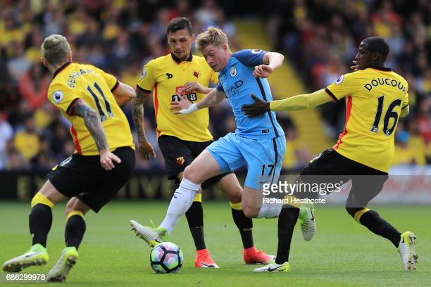 Kevin De Bruyne of Manchester City attempts to get past the Watford defence during the Premier League match between Watford and Manchester City at...