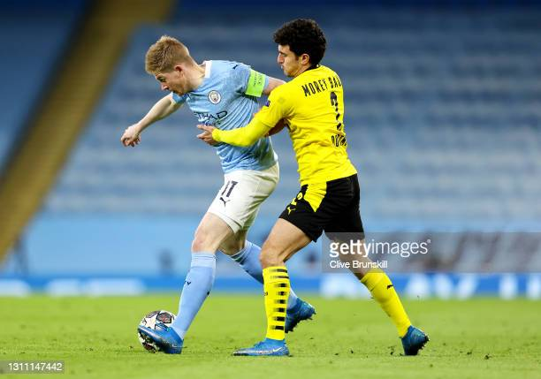 Kevin De Bruyne of Manchester City battles for possession with Mateu Morey of Borussia Dortmund during the UEFA Champions League Quarter Final match...