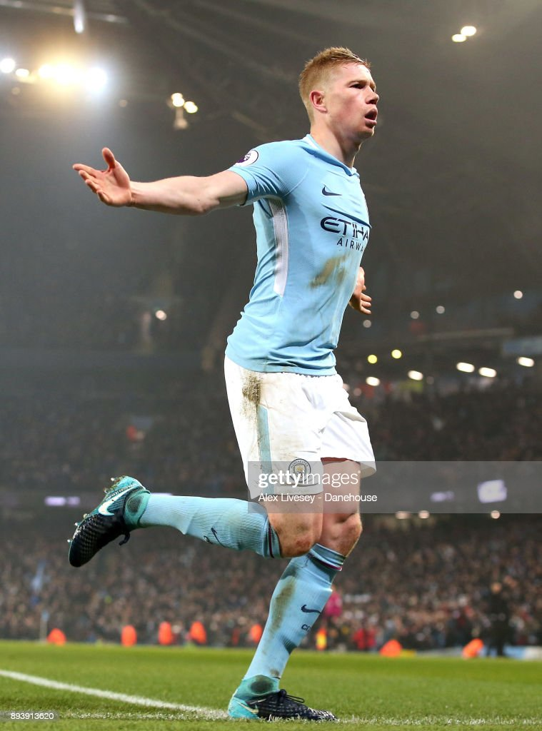 Kevin De Bruyne of Manchester City celebrates after scoring the second goal during the Premier League match between Manchester City and Tottenham Hotspur at Etihad Stadium on December 16, 2017 in Manchester, England.