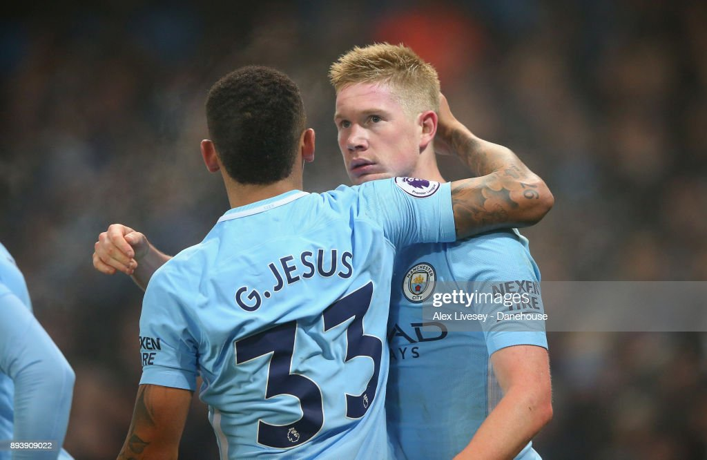 Kevin De Bruyne of Manchester City celebrates his goal with Gabriel Jesus during the Premier League match between Manchester City and Tottenham Hotspur at Etihad Stadium on December 16, 2017 in Manchester, England.