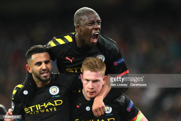 Kevin De Bruyne of Manchester City celebrates his goal with Riyad Mahrez and Benjamin Mendy during the UEFA Champions League round of 16 first leg...