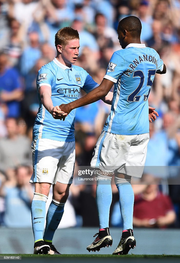 Kevin de Bruyne of Manchester City (L) celebrates with Fernandinho of Manchester City after scoring his side's second goal during the Barclays Premier League match between Manchester City and Arsenal at the Etihad Stadium on May 8, 2016 in Manchester, England.