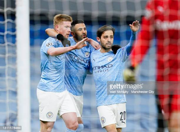 Kevin de Bruyne of Manchester City celebrates with team mates after scoring his teams first goal during the UEFA Champions League Quarter Final match...