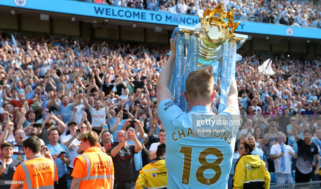https://media.gettyimages.com/photos/kevin-de-bruyne-of-manchester-city-celebrates-with-the-premier-league-picture-id955368494