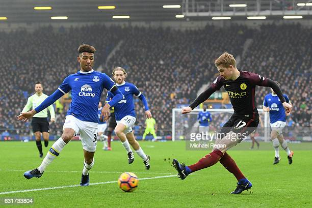 Kevin De Bruyne of Manchester City crosses as Mason Holgate of Everton closes in during the Premier League match between Everton and Manchester City...