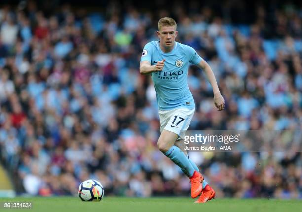 Kevin De Bruyne of Manchester City during the Premier League match between Manchester City and Stoke City at Etihad Stadium on October 14 2017 in...