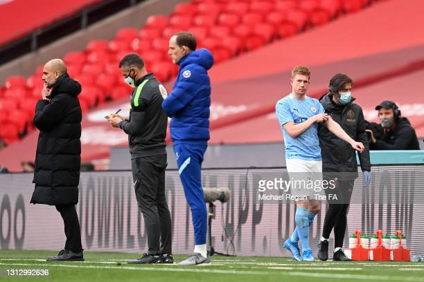 Kevin De Bruyne of Manchester City leaves the pitch with the medical staff as he is substituted off during the Semi Final of the Emirates FA Cup...