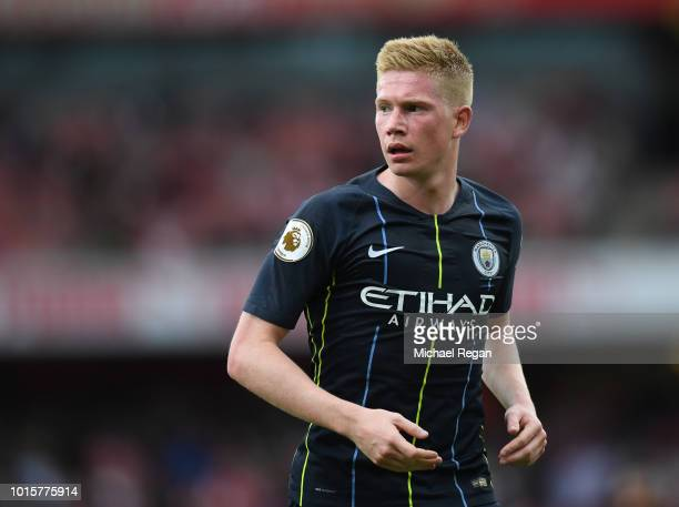 Kevin De Bruyne of Manchester City looks on during the Premier League match between Arsenal FC and Manchester City at Emirates Stadium on August 12...