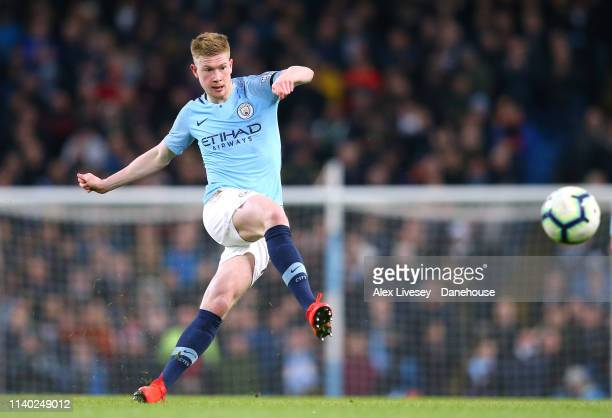 Kevin De Bruyne of Manchester City passes the ball during the Premier League match between Manchester City and Cardiff City at Etihad Stadium on...