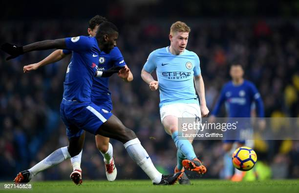 Kevin De Bruyne of Manchester City passes the ball during the Premier League match between Manchester City and Chelsea at Etihad Stadium on March 4...