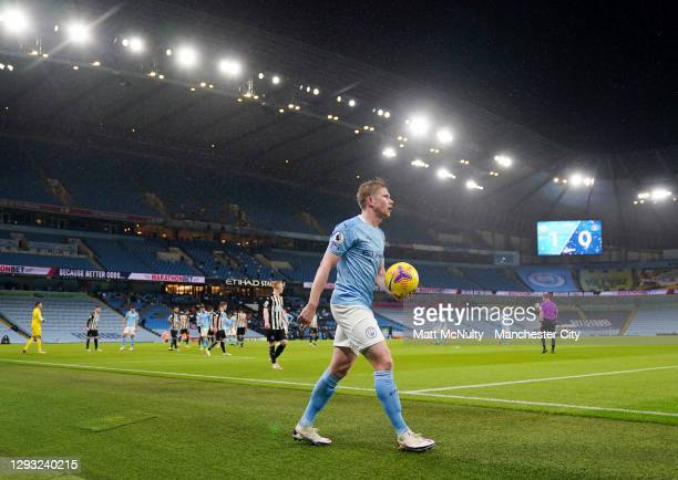 Kevin de Bruyne of Manchester City prepares to take a corner kick during the Premier League match between Manchester City and Newcastle United at...