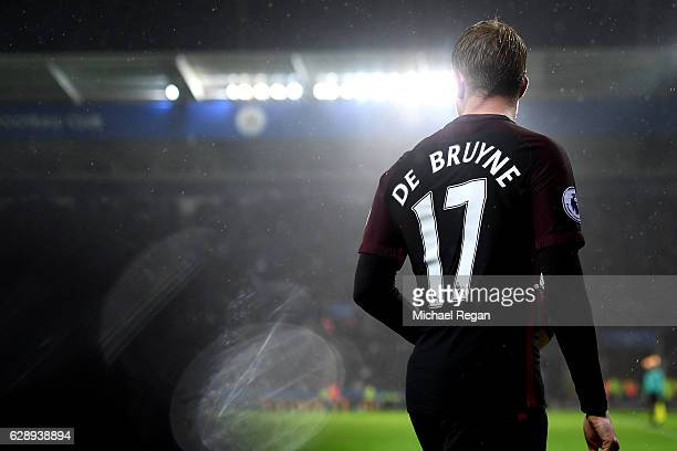 Kevin De Bruyne of Manchester City prepares to take a throw in during the Premier League match between Leicester City and Manchester City at the King...
