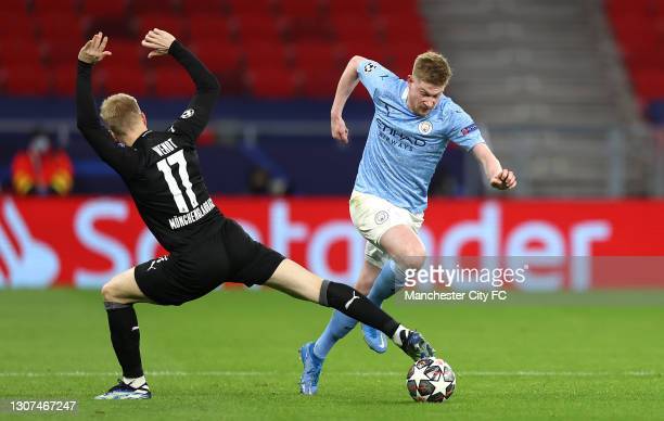 Kevin De Bruyne of Manchester City runs past Oscar Wendt of Borussia Moenchengladbach during the UEFA Champions League Round of 16 match between...