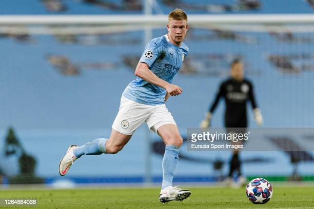 Kevin De Bruyne of Manchester City runs with the ball during the UEFA Champions League round of 16 second leg match between Manchester City and Real...