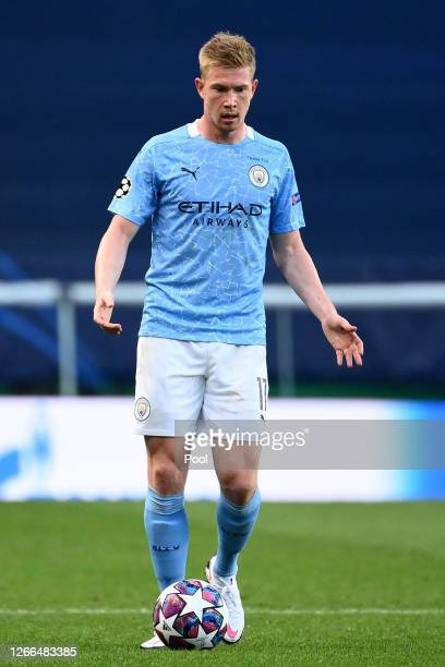 Kevin De Bruyne of Manchester City runs with the ball during the UEFA Champions League Quarter Final match between Manchester City and Lyon at...