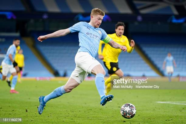 Kevin De Bruyne of Manchester City runs with the ball during the UEFA Champions League Quarter Final match between Manchester City and Borussia...