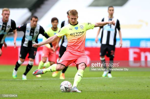 Kevin De Bruyne of Manchester City scores his sides first goal from the penalty spot during the FA Cup Quarter Final match between Newcastle United...