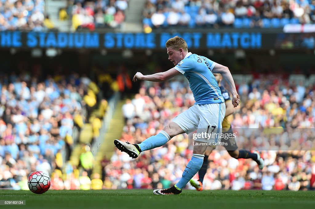 Kevin de Bruyne of Manchester City scores his side's second goal during the Barclays Premier League match between Manchester City and Arsenal at the Etihad Stadium on May 8, 2016 in Manchester, England.