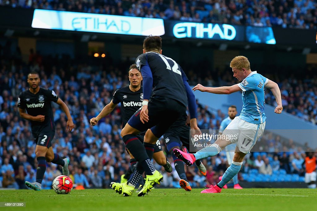 Kevin de Bruyne of Manchester City scores his team's first goal during the Barclays Premier League match between Manchester City and West Ham United at Etihad Stadium on September 19, 2015 in Manchester, United Kingdom.